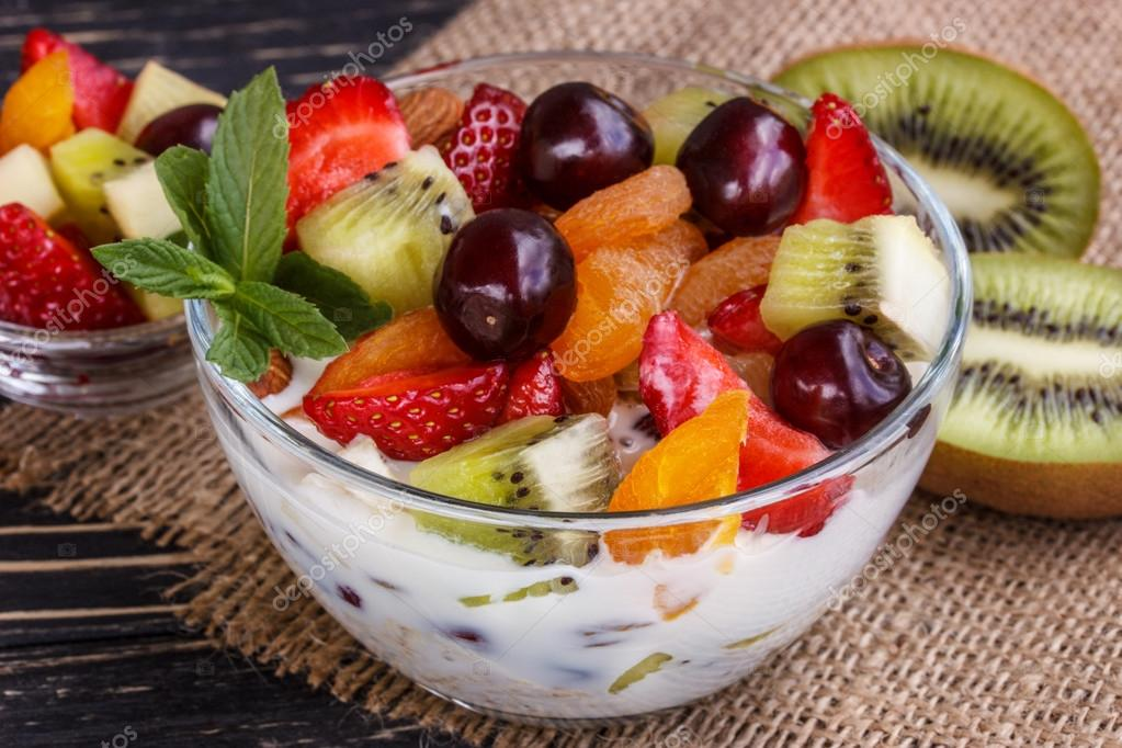 Paúl Miguel Ortega González - Carpaccio de fresa y kiwi - depositphotos_111297546-stock-photo-fruit-salad-closeup-with-berries.jpg